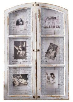 Jetzt anschauen: In Form eines Stichbogen-Fensters. Antiker Schließmechanismus als Deko auf der Frontseite (nicht zu öffnen). 6Bilder-Fächer mit Glasabdeckung, weiße Spitzenbänder rahmen die Bilder wie Passepartouts. Zum Stellen oder Hängen. Für 6Bilder bis max. 10x15cm Größe geeignet. Mit Antik-Finish.