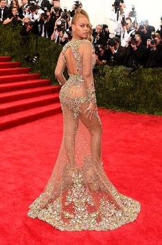 Beyonce Is Working the Met Gala 2015 Red Carpet & She Looks Unbelievable!: Photo Beyonce looks practically naked (and also amazing) as she and her husband Jay Z arrive at the 2015 Met Gala held at the Metropolitan Museum of Art on Monday (May… Gala Dresses, Red Carpet Dresses, Nice Dresses, Beyonce Dresses, Evening Dresses, Beyonce Red Carpet, Met Gala Red Carpet, Beyonce Show, Beyonce Body