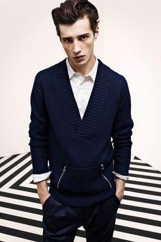 fun v-neck navy blue sweater w zip pockets