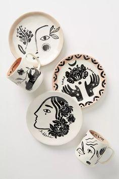 Pottery Plates, Ceramic Pottery, Pottery Art, Painted Pottery, Pottery Painting Designs, Paint Designs, Diy Clay, Clay Crafts, Ceramic Painting