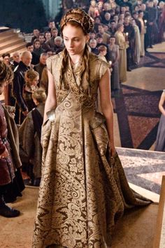 "24 of amazing costumes from ""Game of Thrones."" Related Post 10 Halloween Costumes Only ""Game Of Thrones"" Fans . Ladies of Game of Thrones' Best Style Moments Costumes Game Of Thrones, Game Of Thrones Outfits, Game Of Thrones Dress, Game Of Thrones Sansa, Game Of Thrones Cosplay, Game Of Thrones Clothing, Tyrion And Sansa, Game Of Thrones Characters, Got Costumes"