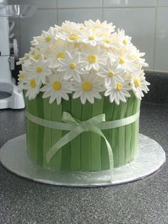 This beautiful daisy cake looks so good. Impress guests when … Easter Daisy Cake. This beautiful daisy cake looks so good. Impress guests when you serve it for Easter dinner or any spring party. Fondant Cakes, Cupcake Cakes, Shoe Cakes, Fondant Tips, Fondant Bow, Rose Cupcake, 3d Cakes, Fondant Tutorial, Fondant Figures