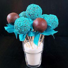 Ne všechny děti milují dorty ale cake pops se žádné dítě odmítalo. Na objednávku od 10 kusů.  Не все дети любят торты но вот от кейкпопсов еще ни один ребенок не отказывался. Минитортик на палочке. Доступны к заказу от 10 штук.  #cakepops #cakepop #minidort #dessert #cake #dort #dortynazakazku #happybirthday#narozeniny #dortpodebrady #dortprodĕti #crem #bezlepkovýdort #pečení #cukroví  #sweetcakes #czech #czechrepublic #podebrady #praha #nymburk #kolin