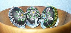 SlovakFolkArt / Kraslica vosková (čierno-zelená) Egg Art, Egg Decorating, Easter Eggs, Cuff Bracelets, Wax, European Countries, Czech Republic, Patterns, Spring
