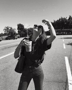 stop in the middle of the road in sp but pretending it& in California babies are not Miami Tumblr, Miami Pictures, Solo Photo, Foto Instagram, Insta Photo Ideas, Poses For Photos, Foto Pose, Black N White, Tumblr Girls