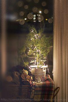 Christmas #Tree - little #Christmas #decorations idea - Merry Christmas - http://www.rosevol.com/rssfeeds/view/16/christmas-decorating-ideas