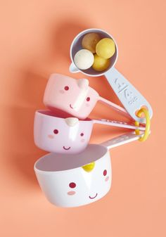 If ever there were a cheery unicorn to exist, it would be Elodie, the friendly critter taking up residence on this set of four plastic measuring cups!...