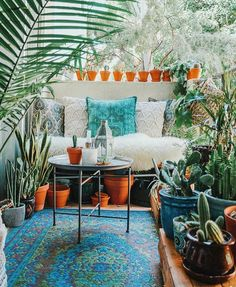Homepage outdoor and garden 36 lovely bohemian style ideas for your outdoor design. Your rooms hold myriad colours in such a way that every room celebrates a side of your vivid personality. Bohemian Apartment, Old Apartments, Outdoor Spaces, Outdoor Decor, Boho Room, Bohemian Decor, Bohemian Style, Bohemian Lifestyle, Bohemian Design