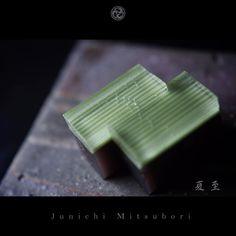"#JunichiMitsubori #wagashi #kadou #Sweets #Artist #Japanese #Confectionery #works #instaphoto #instasweets #侘寂 #wabisabi #ねりきり #一日一菓 「 #菓道 #夏至 」 #錦玉羹 製 #田植え wagashi of the day "" #SummerSolstice "" #和菓子 #一菓流 #三代目"