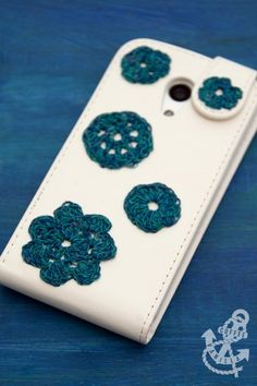 Decorating Mobile Phone Case with Crochet Motifs