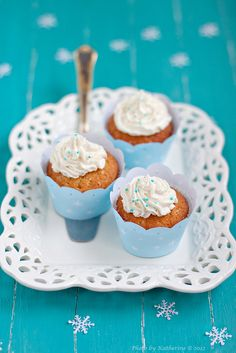 Such sweetly fun little Berry-filled Cupcakes. #cupcakes #cake #berry #dessert #turquoise #blue #white #food