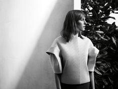 Ogni giorno Vogue Italia seleziona per te il meglio della moda italiana e internazionale, i nuovi trend e le news più interessanti. 3d Fashion, Fashion Details, Fashion Brand, Editorial Fashion, Fashion Design, Fashion Tape, Fashion News, Sculptural Fashion, Contemporary Fashion