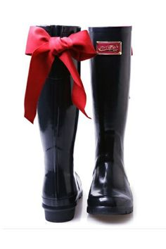 The way it's been snowing around here, I could certainly use these cute boots!!!