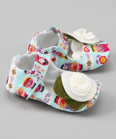 Tiptoeing between fashion and function, these mary janes have soft soles with skid-resistant bottoms that fasten effortlessly with a hook and loop closure. They are handmade and embellished with precious petals in a sweet palette of colors.Hook and loop closureMan-madeMade in the USA