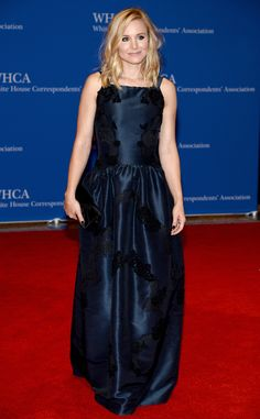 Kristen Bell dons a navy blue Dolce & Gabbana gown with a Christian Louboutin clutch. 2014 WHCA