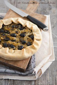 per la pasta Farina 00 olio vino sale    per il ripieno cipolle capperi olive nere denocciolate acciughe (facoltative )
