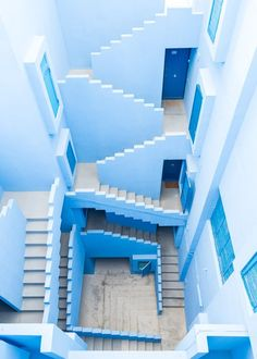 La Muralla Roja in Calpe, Spain, called a 'Labyrinth' by architect Ricardo Bofill. Photo Bleu, Le Grand Bleu, Ricardo Bofill, Light Blue Aesthetic, Aesthetic Pastel, Everything Is Blue, Blue Walls, Belle Photo, Shades Of Blue
