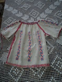 COSTUME POPULARE Ie din bumbac realizata manual pentru fete 2557 ... Embroidery Suits, Chanel, Costume, Summer Dresses, Sewing, Easy, Fashion, Embroidery, Moda