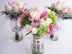 Tierno y delicado bouquet de rosas blancas, Lisianthus rosas, Jacintos rosas y Hortensias verdes que resaltan la elegancia de este hermoso bouquet.