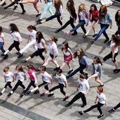 Irish dance flash mob delights Belfast shoppers.
