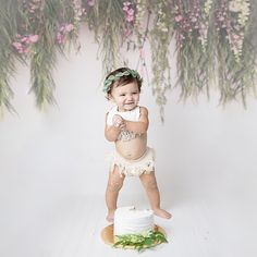 Simply magical floral cake smash photo shoot via First Birthday Party Decorations, Birthday Party Outfits, First Birthday Cakes, Birthday Dresses, Smash Cake Girl, Baby Girl Cakes, Cake Smash Pictures, Pink Balloons, Romantic Look