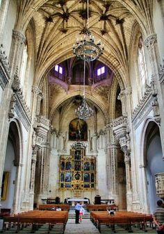 Interior del monasterio San Juan de los Reyes en Toledo