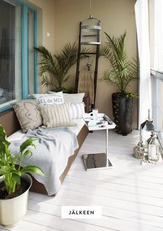 In this roundup we discuss balcony sleeping nook. It's for those who has a balcony spacious enough to fit one. Condo Balcony, Apartment Balcony Decorating, Apartment Balconies, Cozy Apartment, Apartment Living, Balcon Condo, Sleeping Nook, Balcony Flooring, Balcony Design