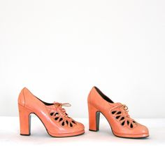 ~Vintage Orange Creamsicle Eyelet Platform Shoes~ From ilovetrash. Pretty Shoes, Beautiful Shoes, Cute Shoes, Me Too Shoes, Fab Shoes, Awesome Shoes, Dream Shoes, Women's Shoes, Look Vintage
