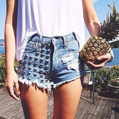 | Q: What Is Your Favorite Summer Fruit? | #pineapple #summer #beachtime