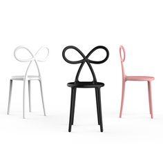 Il suo schienale ripercorre le curve di un fiocco leggiadro trasformandola in un'icona. Scopri la sedia design dal look pop disegnata da Nika Zupanc!