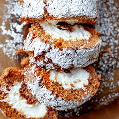 Rolada z ciasta marchewkowego | Kwestia Smaku Swiss Roll Cakes, No Bake Treats, Food Cakes, Nom Nom, Cake Recipes, Rolls, Baking, Breakfast, Sweet
