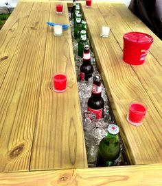 Picnic cooler table - so awesome! Backyard Projects, Diy Wood Projects, Outdoor Projects, Garden Projects, Outdoor Tables, Outdoor Dining, Table Picnic, Bbq Table, Picnic Cooler