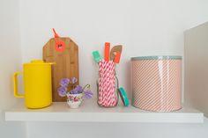 De lente is begonnen! Op ons blog lees je hoe je met leuke, nieuwe HEMA items je keuken een frisse restyling geeft.