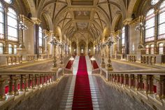 Impressive Empty Hungarian Parliament in Pictures – Fubiz Media Budapest, Acrylic Photo Prints, Quality Photo Prints, Hanging Frames, Color Depth, Timeless Beauty, Railroad Tracks, Service Design, Empty