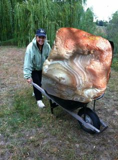 Now THAT in an agate! Obviously photoshopped but a funny pic and nice blowup of the agate. That wheelbarrow would be either flat or pushed into the ground~ Cool Rocks, Beautiful Rocks, Minerals And Gemstones, Rocks And Minerals, Lake Superior Agates, Mineral Stone, Stones And Crystals, Gem Stones, Rocks And Gems