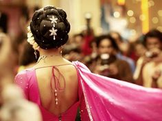 Om Shanti Om Bollywood Hairstyles, Indian Bridal Hairstyles, Namaste India, India Beauty, Om Shanti Om, Deepika Padukone, Red Carpet Hair, Lehenga Saree, Indian Movies