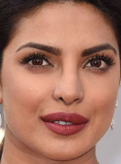 Close-up of Priyanka Chopra at the 2016 Oscars. Priyanka Chopra Lipstick, Actress Priyanka Chopra, Priyanka Chopra Hot, Bollywood Actress Hot Photos, Bollywood Celebrities, Indian Eyes, Beauty Full Girl, Most Beautiful Indian Actress, No Photoshop