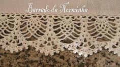 """OFICINA DO BARRADO: Barrado de bom efeito ! """"Another elegant pineapple motif crochet trim from Norminha, the Brazillian barred-work artist Mais"""" Filet Crochet, Crochet Lace Edging, Crochet Borders, Thread Crochet, Crochet Trim, Love Crochet, Irish Crochet, Crochet Doilies, Easy Crochet"""