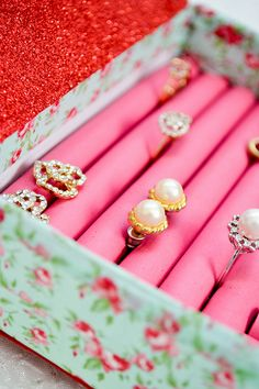 DIY Jewlry Box: a fabulous Jewlry box using foam rollers and washi tap to keep your rings and earrings organized.