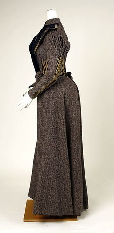 Walking dress ca. 1893