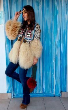 44 Amazing Bohemian Fashion for Winter is part of Bohemian Clothes Winter - Colorful prints on such clothes give them the appearance of India Boho style is quite popular in winter There are… Moda Boho, Moda Hippie, Fur Fashion, Look Fashion, Winter Fashion, Fashion Outfits, Womens Fashion, Fashion Design, Fashion Styles