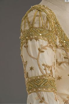 The Brothers Grimm, costume for the Evil Queen by Gabriella Pescucci / Tirelli Costumi. Sleeve details