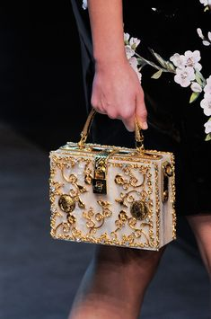 Dolce & Gabbana Spring/ Summer 2014 Source by fashion runway. - Dolce & Gabbana Spring/ Summer 2014 Source by fashion runway - Dolce & Gabbana, Dolce And Gabbana Bags, Miu Miu, Fendi, Mode Vintage, Cute Bags, Luxury Bags, Beautiful Bags, Fashion Bags