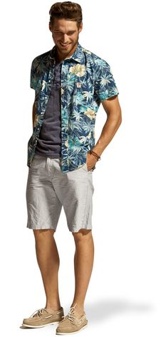 Bring the beach to the city! #hawaiian #shirt #bermuda
