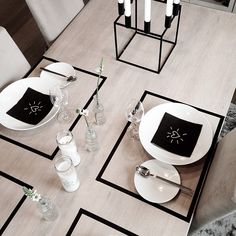 awesome tablescape using washi tape (look at those napkins!)>>electrical tape placemats with black napkins+white gel pen Washi Tape Uses, Masking Tape, Washi Tapes, Tape Crafts, Diy Crafts, Decoracion Low Cost, By Lassen, Cool Tables, Christmas Table Settings