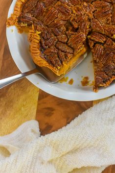 Two classic southern Thanksgiving dessert recipes meet in one perfect pie with distinct bourbon sweet potato and pecan layers. Wondering how to make pecan pie? Here's the best recipe. You'll also get a southern sweet potato pie recipe and learn how to make the perfect Thanksgiving pie with both from Dash of Jazz #dashofjazzblog #pecanpierecipesouthern #pecanpierecipeeasycornsyrup #sweetpotatopierecipessouthern #sweetpotatopecanpierecipesouthern Sweet Potato Pecan Pie, Bourbon Sweet Potatoes, Potato Pie, Mini Pecan Pies, Fall Cakes, Thanksgiving Desserts, Food Menu, Holiday Recipes, Recipe Menu