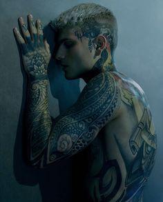 Girl Neck Tattoos, Hot Guys Tattoos, Neck Tattoo For Guys, Weird Tattoos, Boy Tattoos, Body Art Tattoos, Full Body Tattoos, Arabic Tattoos, Sleeve Tattoos