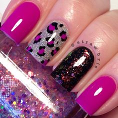 Fabulously elegant pink glitter nail art is shared during this footage . This fantastic nail art is beautified with black color designed straps. These stra Fabulous Nails, Gorgeous Nails, Pretty Nails, Get Nails, Fancy Nails, Best Nail Art Designs, Acrylic Nail Designs, Cheetah Nail Designs, Animal Nail Designs