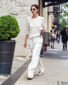 So wide-leg pants and flats do work ~Lily Aldridge wears a white sweater, loose white trousers, ballet flats, and white accessories~ Fashion Mode, Minimal Fashion, White Fashion, Look Fashion, Fashion Tips, Minimal Style, Men's Fashion, Fashion Dresses, Tokyo Fashion