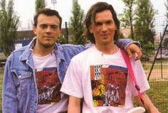 """Anche la storia degli 883 inizia negli anni 80! Agli esordi il gruppo era formato da Max Pezzali e Mauro Repetto e prendeva il nome """"I Pop"""" (dal gioco di parole """"Hip-Hop"""")!"""